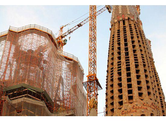 Barcelona-La-Sagrada-Familia-construction