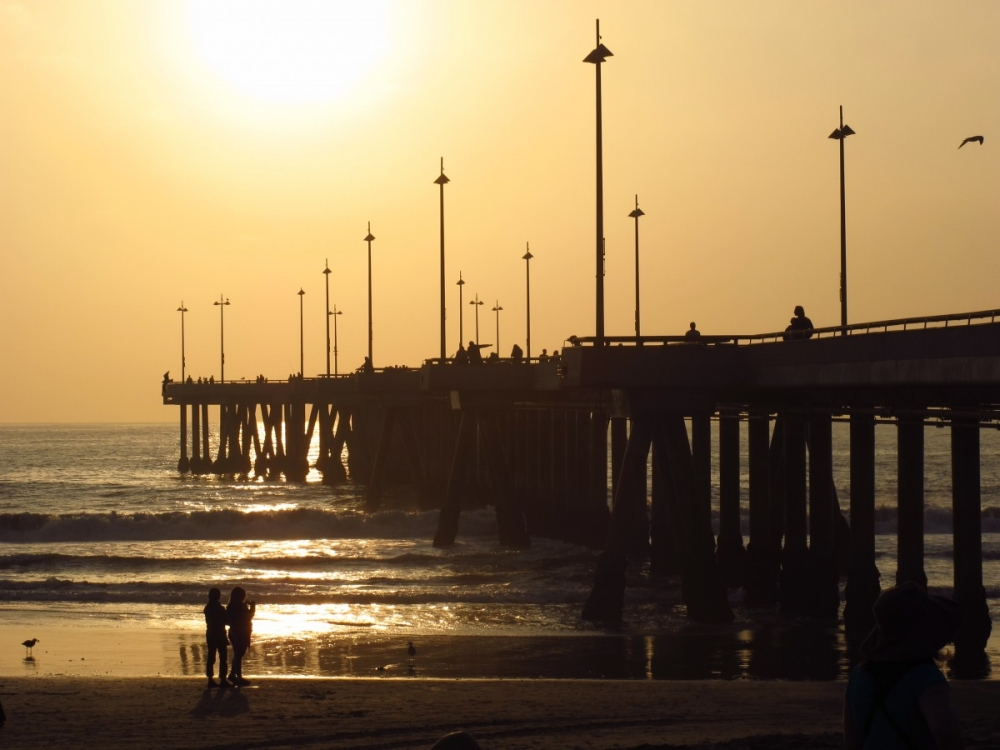 California-sunset-Venice-Beach-pier