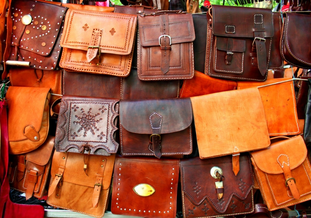 Madrid-El-Rastro-leather-bags-Spain