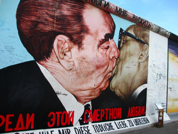 Berlin-East-Side-Gallery-kiss