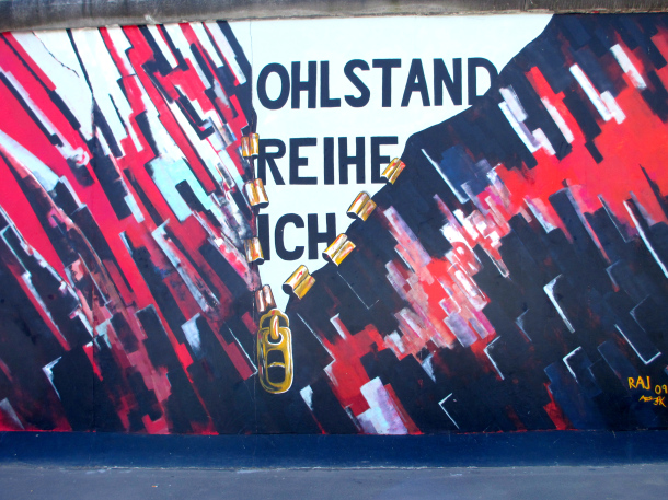 Berlin-East-Side-Gallery-wall-art-Germany