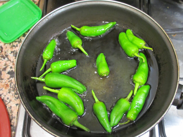 Spanish-food-tapas-recipes-peppers-pimientos-del-padron-homemade