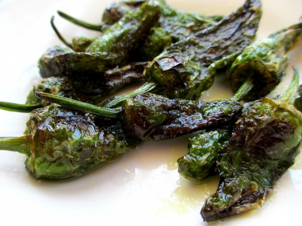 Spanish Food: Pimientos del Padrón