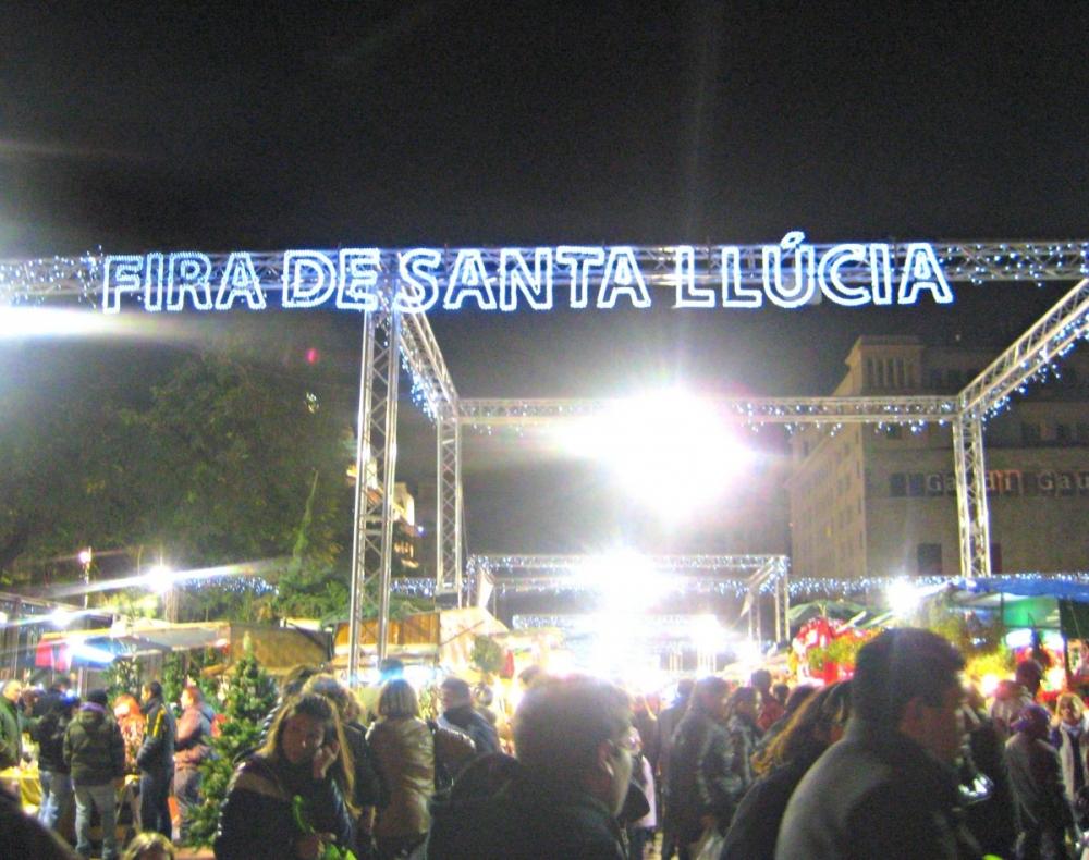 Barcelona-Christmas-market-Fira-de-Santa-Llucia