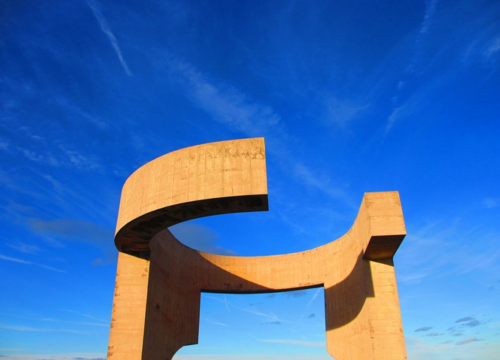Gijon-Asturias-Spain-Eulogy-to-the-Horizon-Chillida