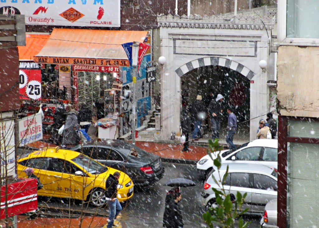 snow-Istanbul-Turkey-travel