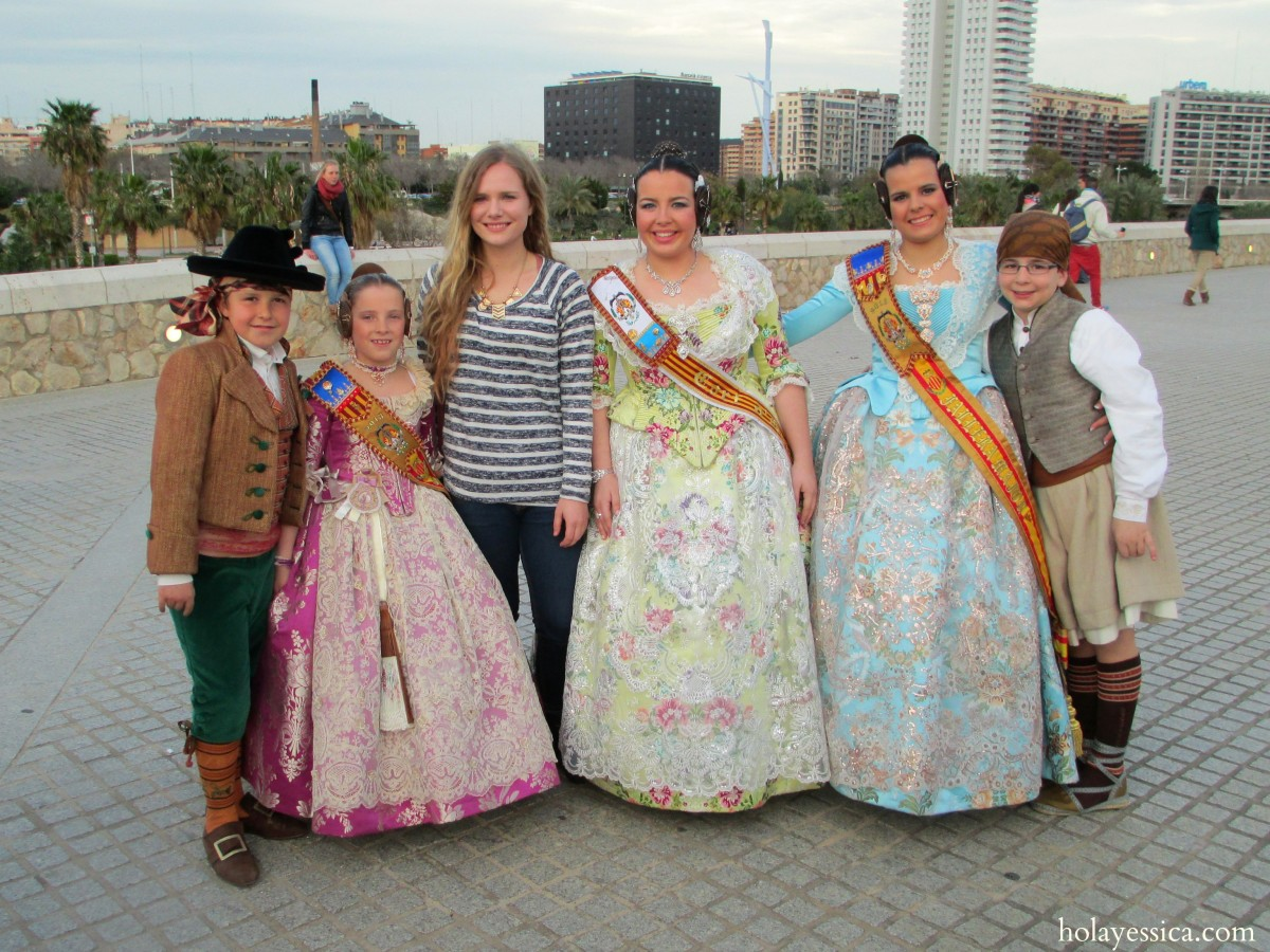 Valencia-Las-Fallas-traditional-outfits-2013