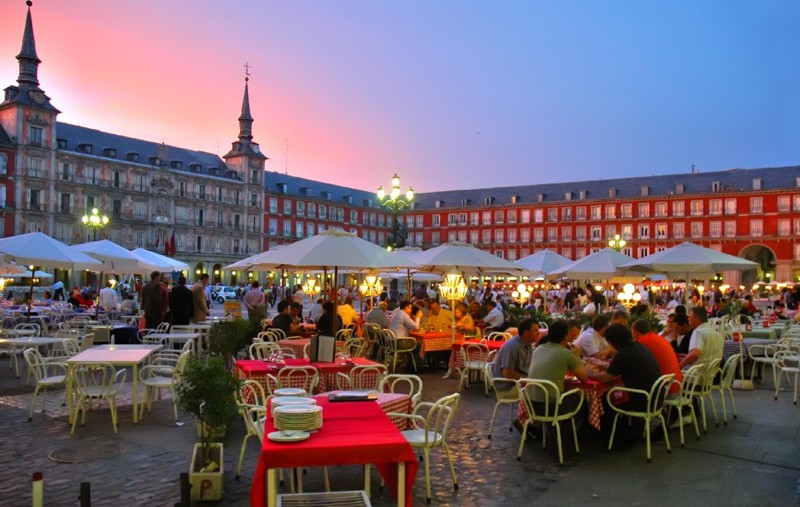 ev_cuisine_madrid,_spain_plaza-mayor-_night_dinner