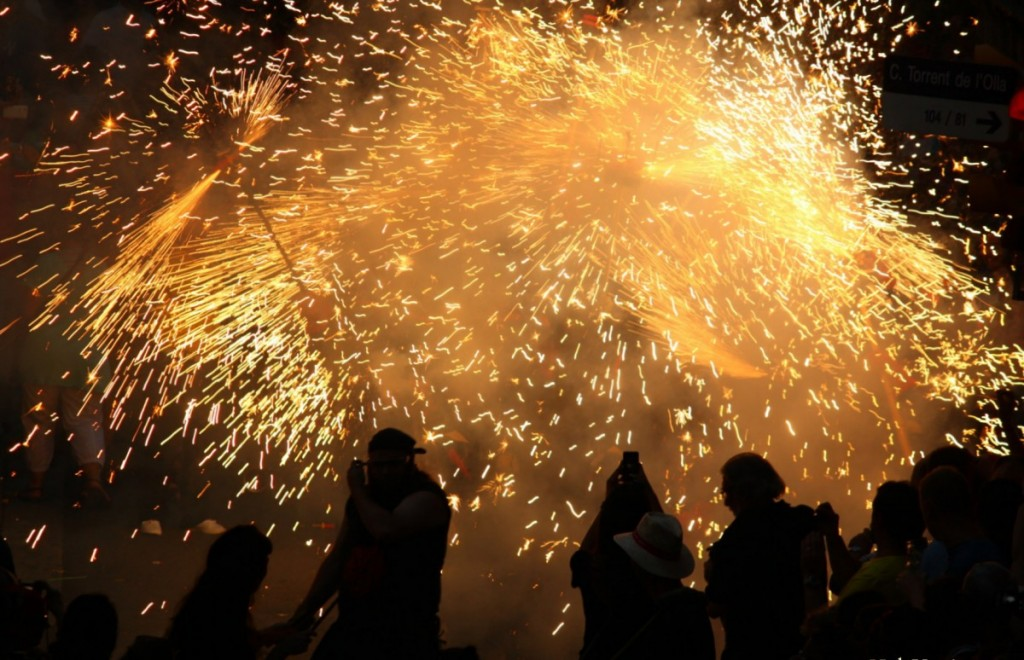best-of-barcelona-correfocs-fiesta-de-gracia-2013