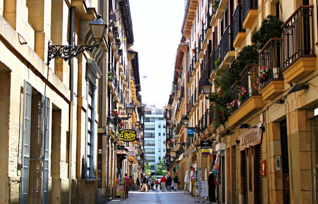 best-things-to-do-in-san-sebastian-spain-old-city