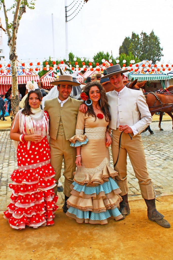feria-de-abril-sevilla-traditional-clothing