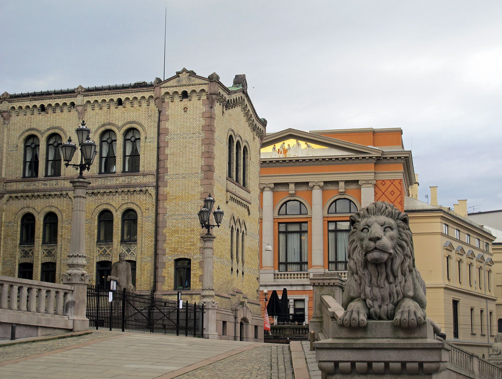oslo-city-center-lion-statue