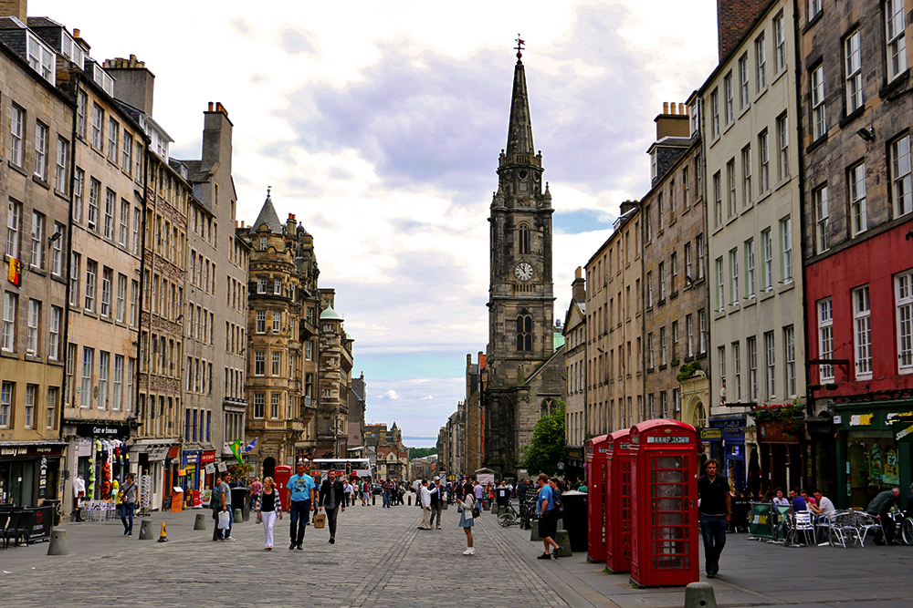 edinburgh-royal-mile-red-phone-boxes