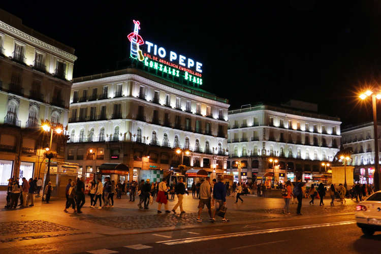 madrid-plaza-del-sol-at-night