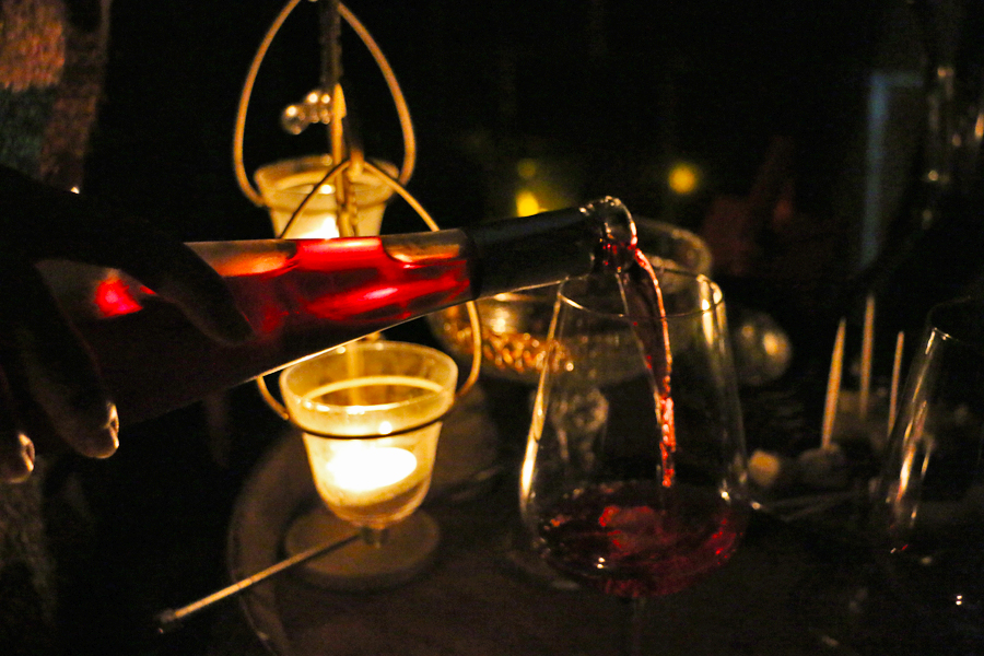 wine-tasting-in-the-dark-spain