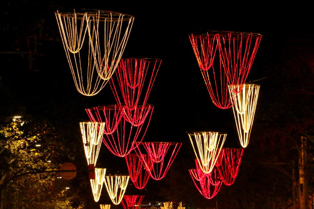 barcelona-gaudi-christmas-lights-passeig-de-gracia