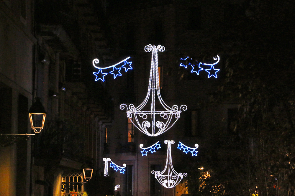 christmas-decorations-barcelona-gothic-quarter
