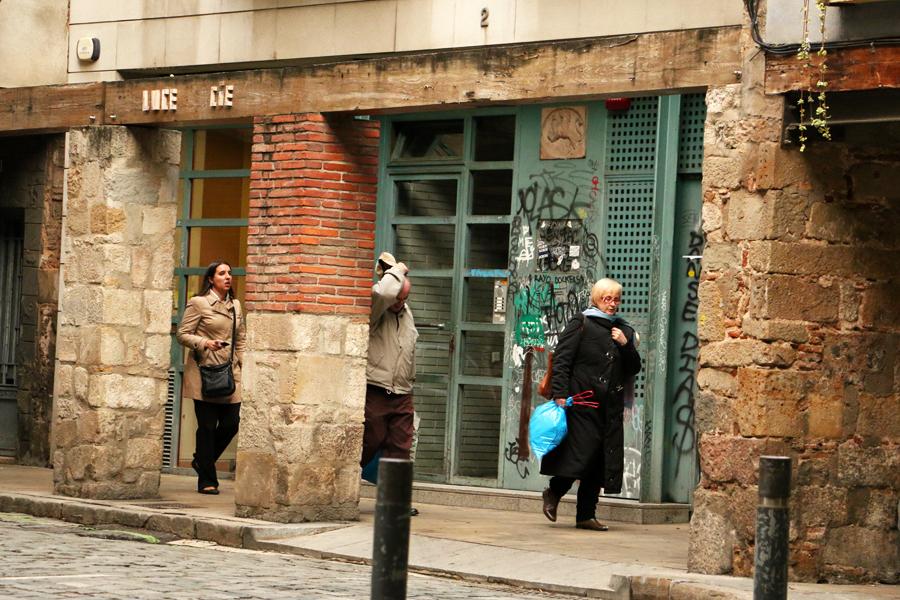 barcelona-el-born-street-scene
