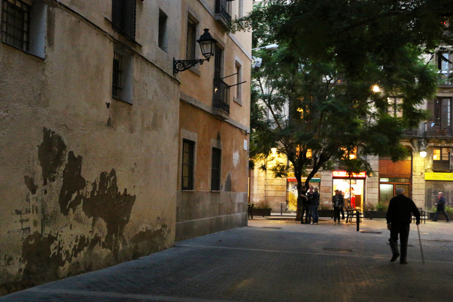 barcelona-evening-street-scene