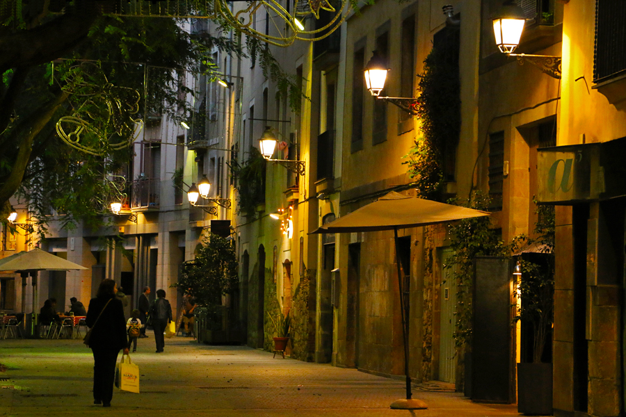 barcelona-streets-el-born-at-night
