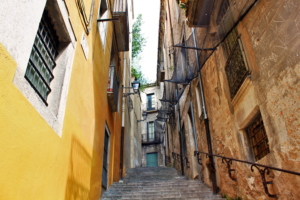girona-spain-streets-places-to-visit-in-catalonia