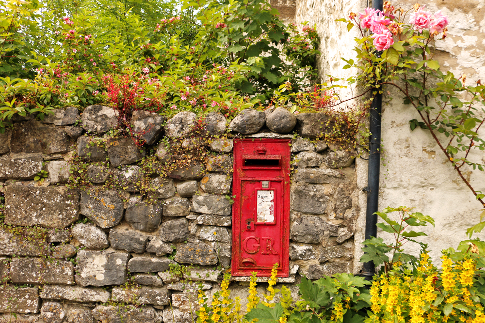 king-george-postbox-malham-yorkshire