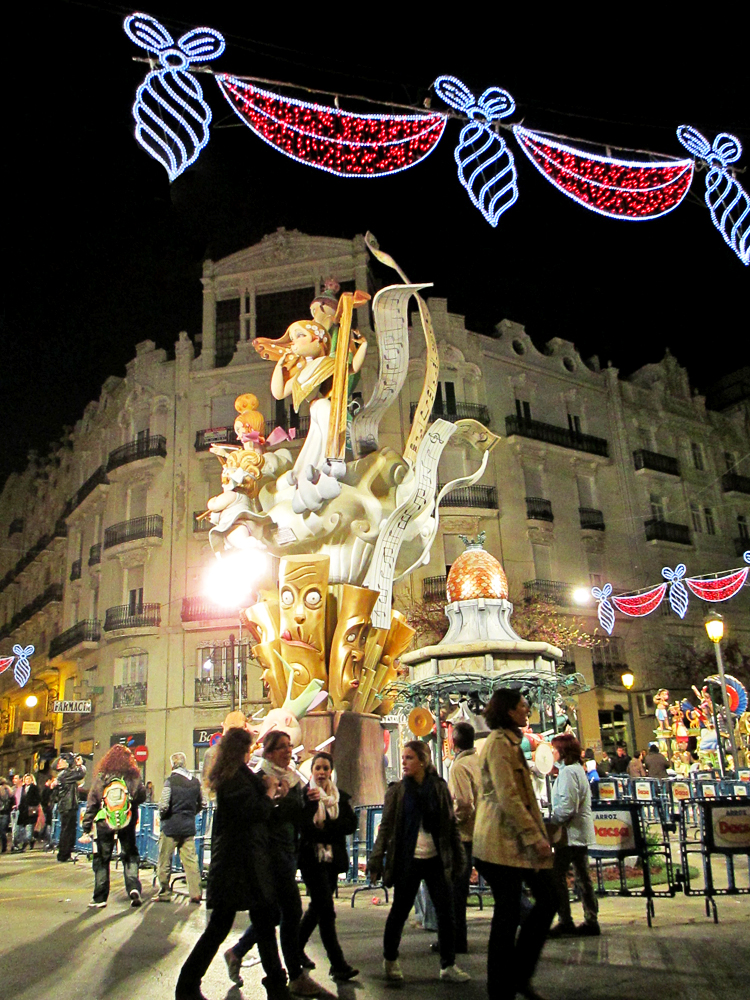 las-fallas-valencia-night
