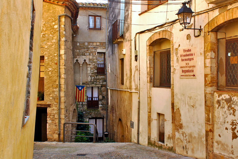streets-of-besalu-catalonia-day-trips