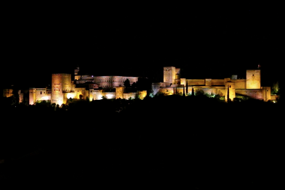 granada-alhambra-at-night-lit-up
