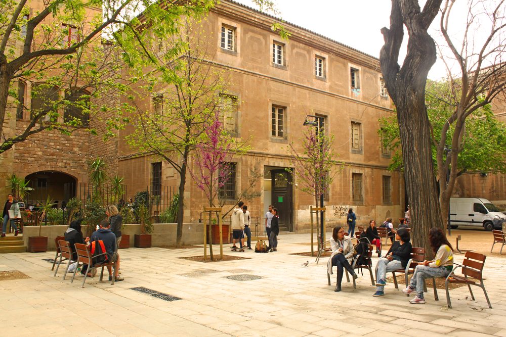 el-raval-barcelona-old-hospital-de-la-santa-creu