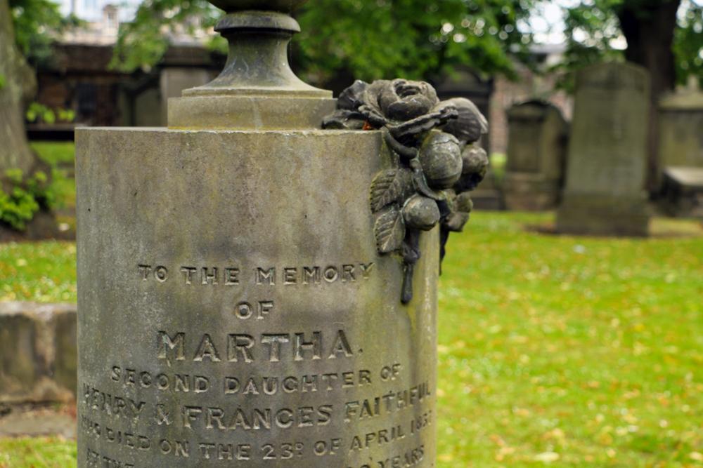 edinburgh-graveyard-tombstones-greyfriars