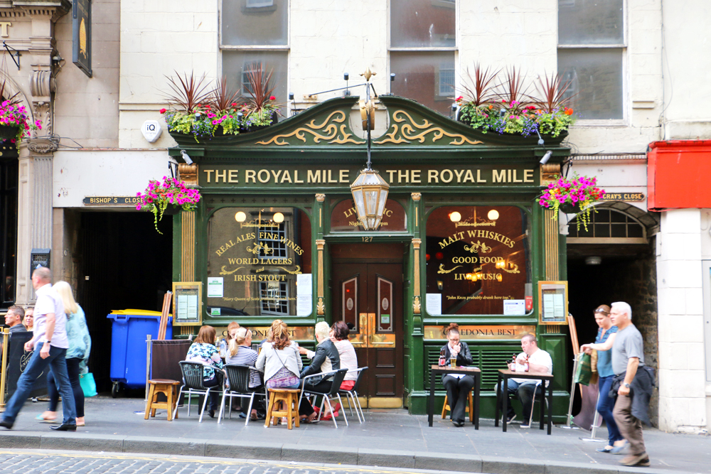 the-royal-mile-edinburgh-scotland