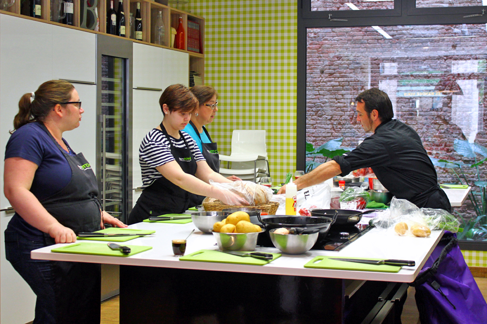bcn-kitchen-cooking-class-barcelona