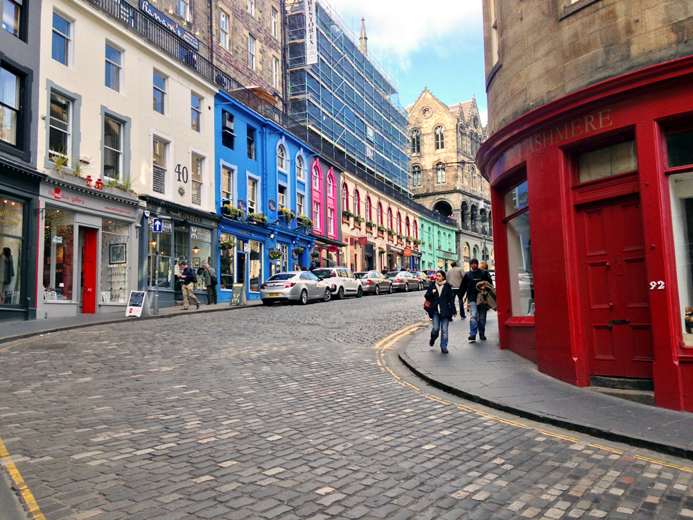 victoria-street-edinburgh-diagon-alley-real-street
