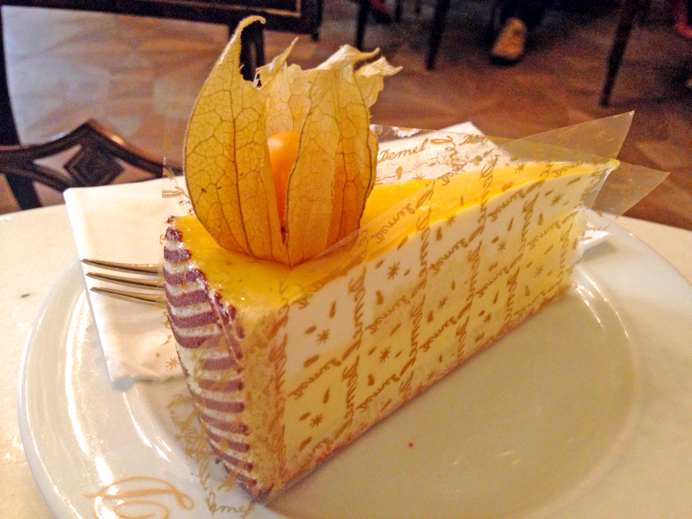 best-cakes-in-vienna-demel-passionfruit-cake