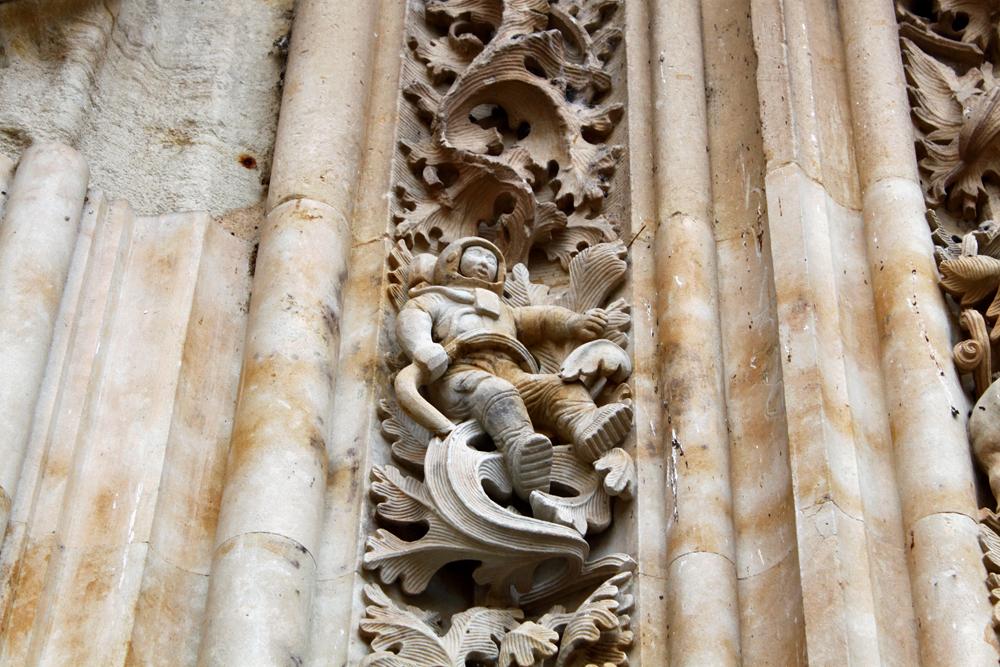 salamanca-cathedral-astronaut