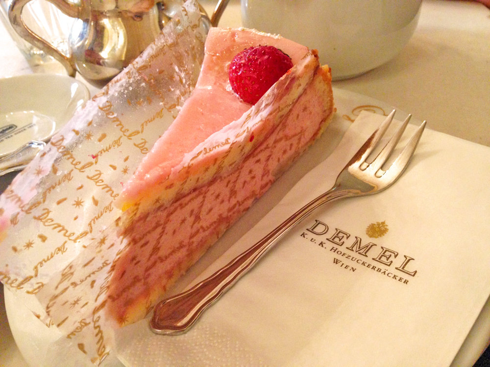 strawberry-cake-demel-vienna