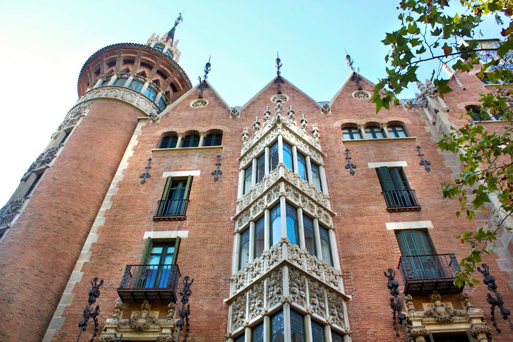 casa-de-les-punxes-barcelona-2