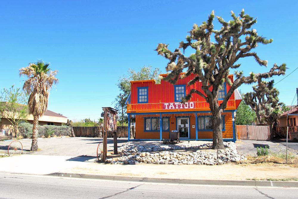 tattoo-parlor-joshua-tree-route-66-california