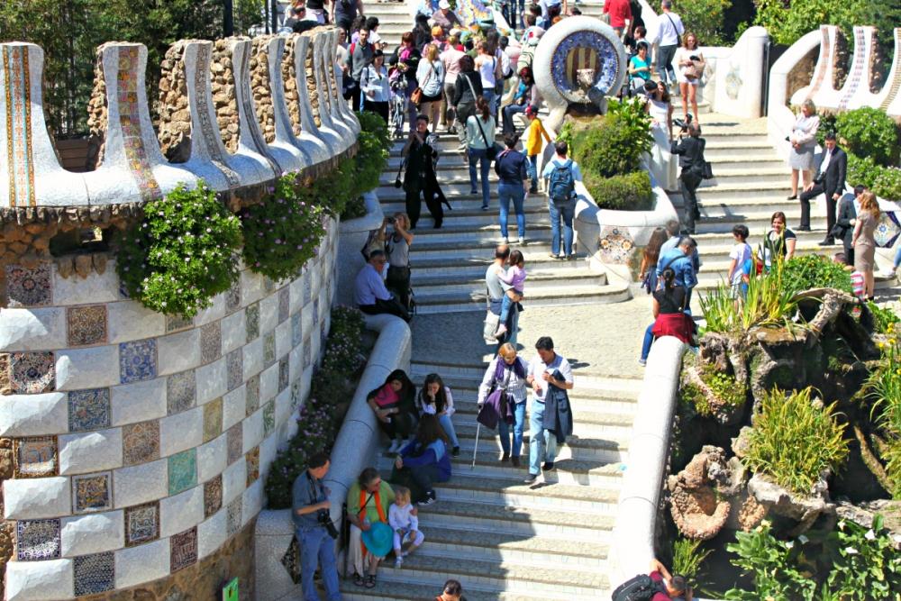 parc-guell-barcelona-tourism