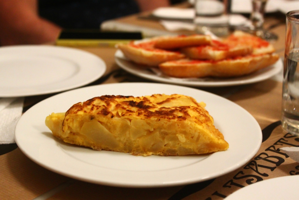 spanish-tortilla-tapas-wanderbeak-food-tour-barcelona