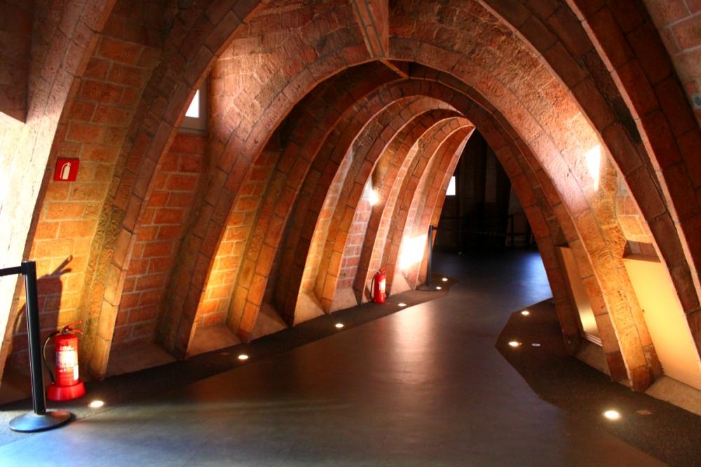 visit-la-pedrera-arches